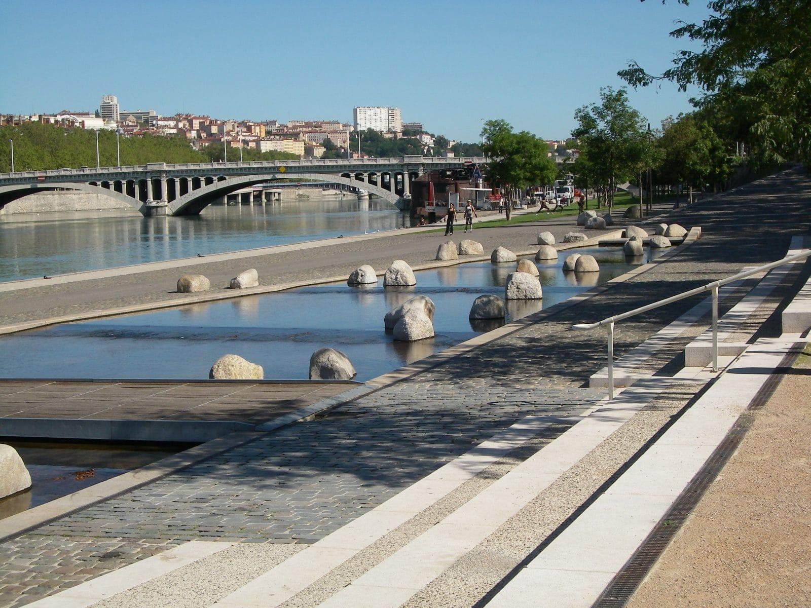 Vue sur les quais du Rhône