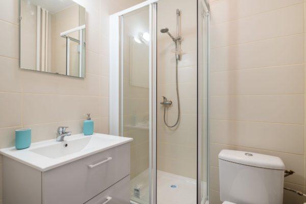 Salle de bain de la location courte durée de Lyon Gerland