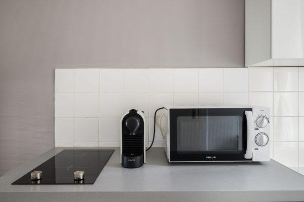 Vue sur l'équipement de la cuisine